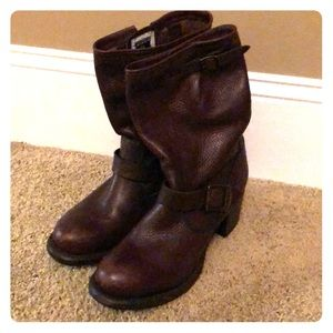 Short Frye brown boots with buckle detail